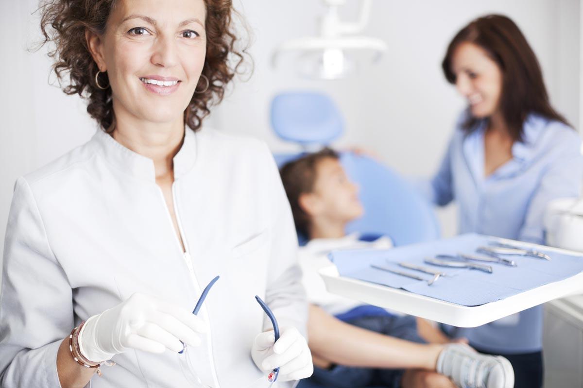 Stellenangebot: Angestellte(r) Zahnarzt/ Zahnärztin (m/w)